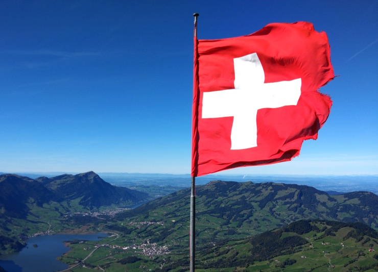 Kori-Kusa-Schweizer-Fahne-Mythen.jpg