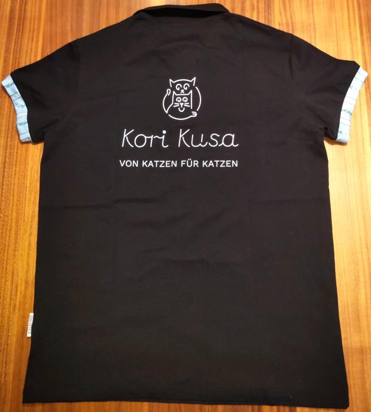 Kori-Kusa-T-Shirt-schwarz-blau-hinten