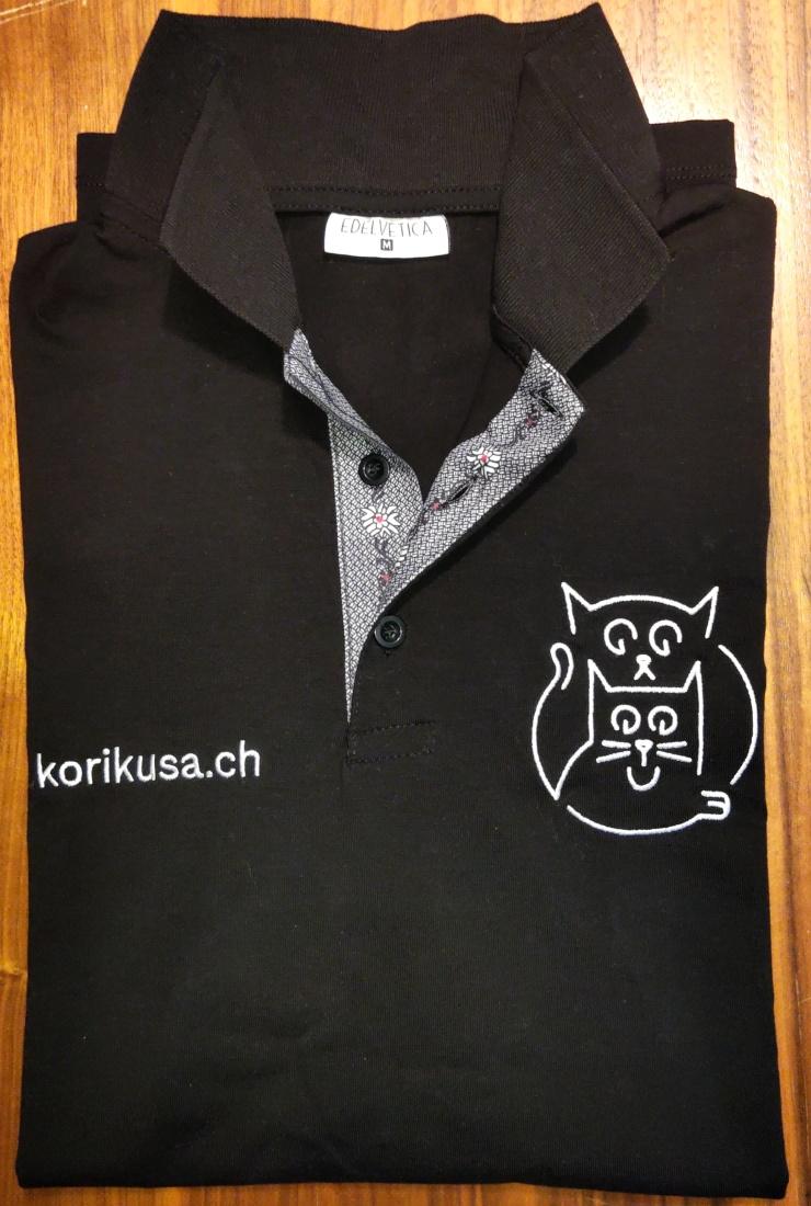 Kori-Kusa-T-Shirt-schwarz-gefaltet